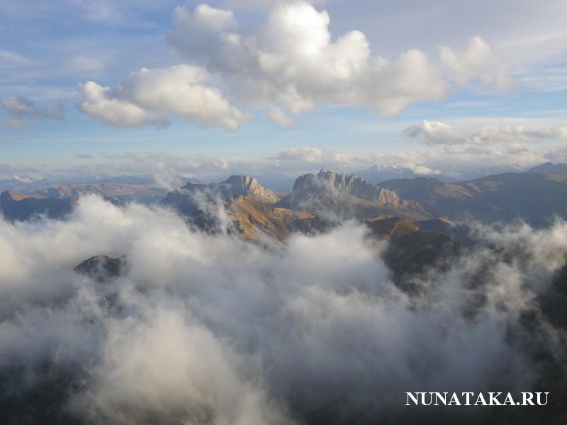 Вид с вершины Большого Тхача на Ачешбоки и  Заповедник