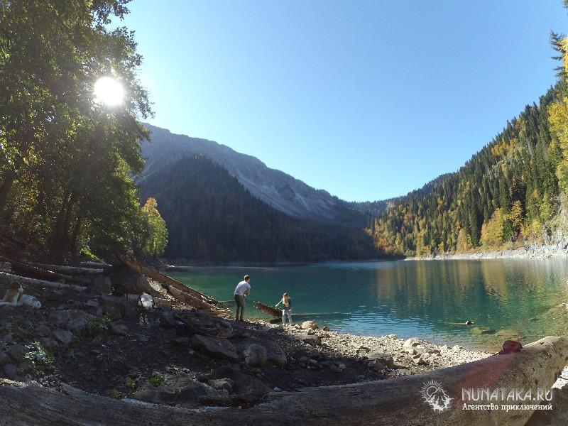 Встретили небольшую группу туристов в верховьях озера
