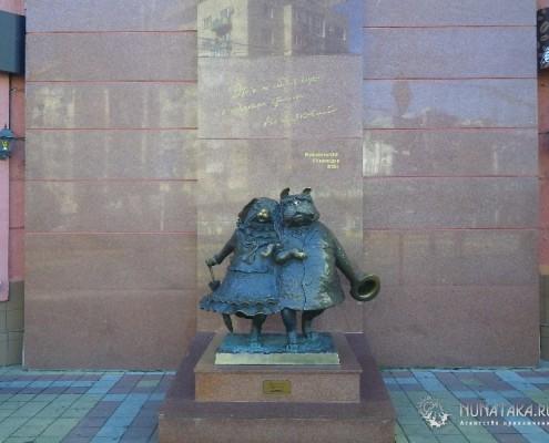 Памятник собачкам