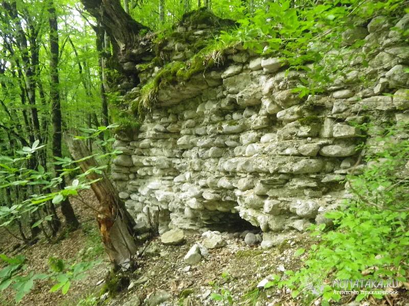 Нижняя часть стены Ачипсинской крепости