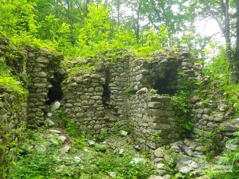 Остатки сторожевых башен Ачипсинской крепости