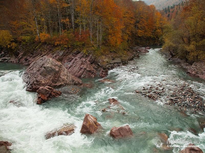 Река Белая в окрестностях поселка Гузерипль