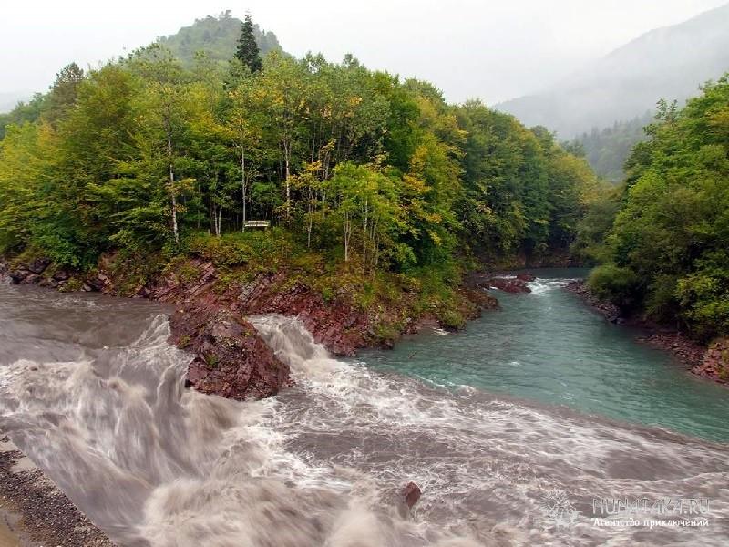 Слияние реки Белой с рекой Кеша