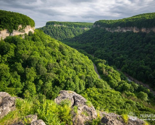 Панорама с верхней полки ущелья Мишоко