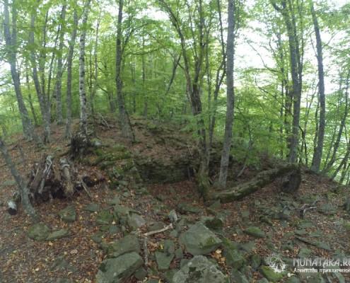 Остатки каменной кладки старинных домов