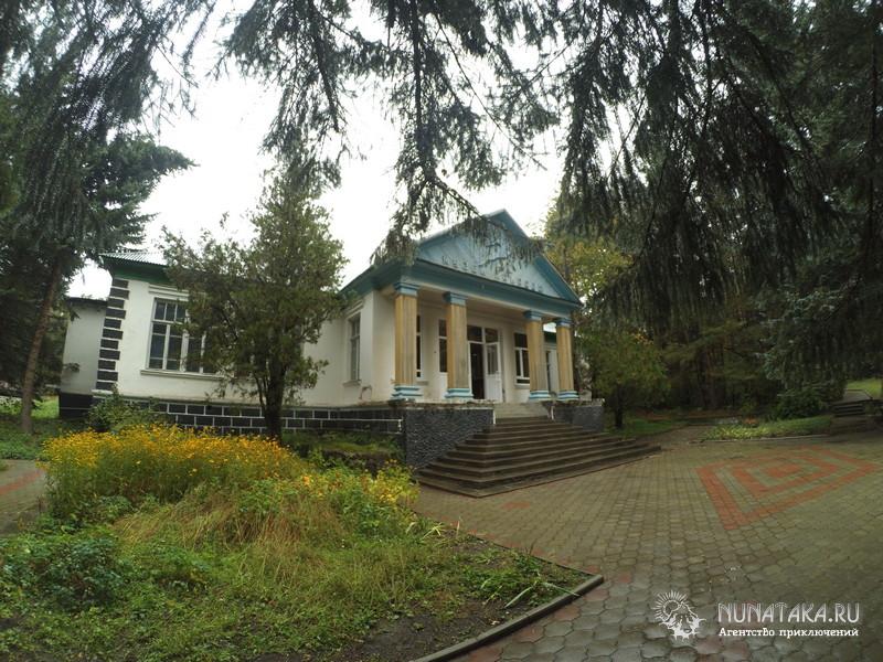 Здание музея природы Тебердинского заповедника