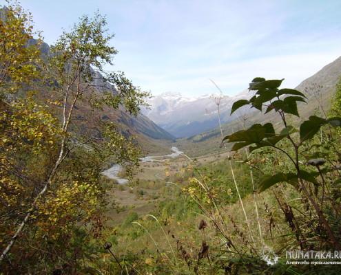 Панорама с подъема на водопад Русский