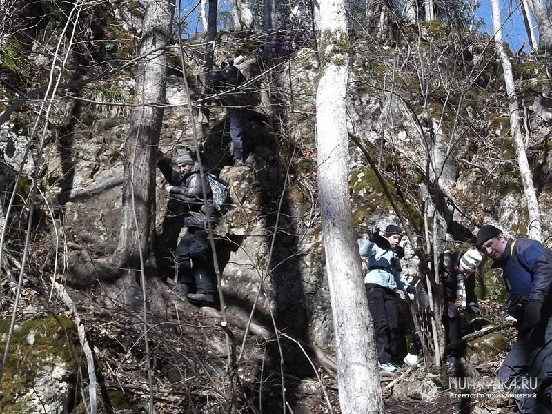 Спуск к водопаду Чинарев