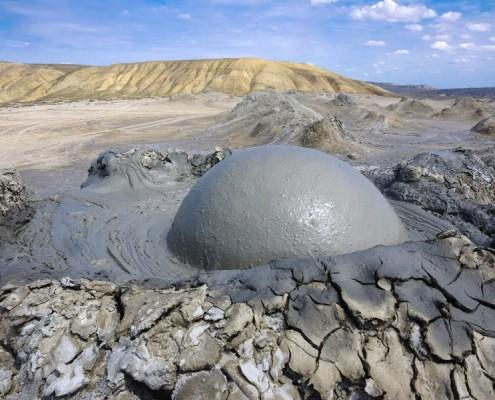 Извержение грязевого вулкана. Азербаджан