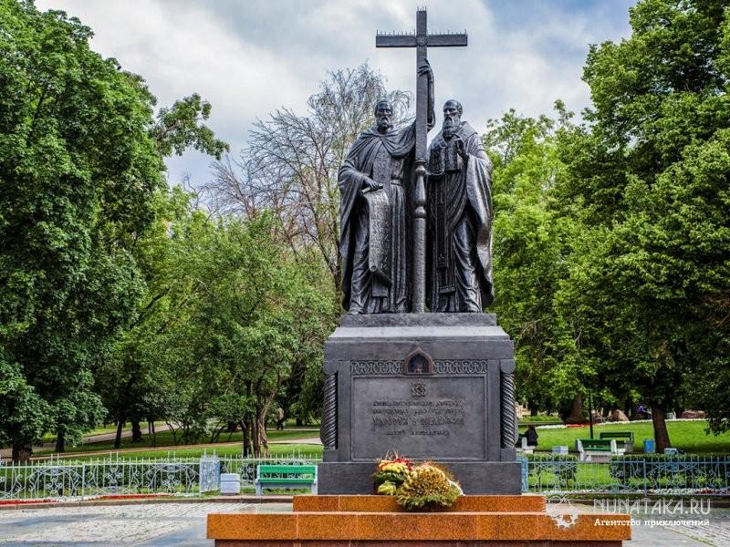 Москва. Памятник Кириллу и Мефодию